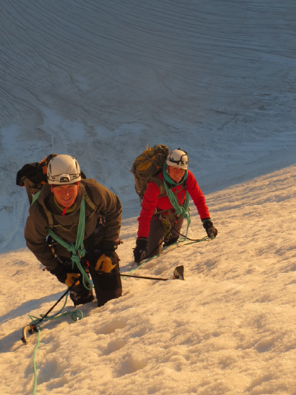 Selina und Dani im Aufstieg zum Pik Ozon.