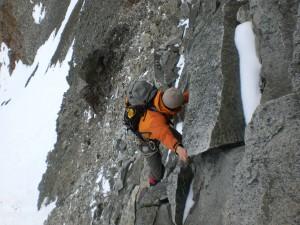 Abklettern vom Grat beim Abstieg