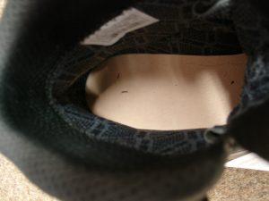 Schaft und Brandsohle sind klebeverzwickt und es ist keine Naht zwischen Sohle und Schaft sichtbar: DEr Schuh ist wiederbesohlbar.