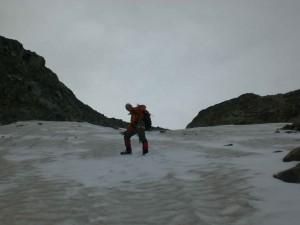 Schneefeld beim Abstieg zur Dresdner Hütte