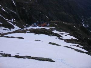 Weg oberhalb der Hütte