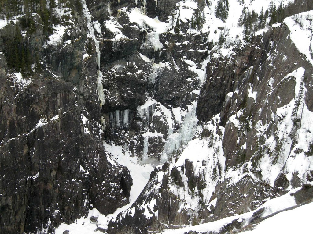 eisklettern-norwegen-rjukan-mael-kong-vinter-presenil-background-04